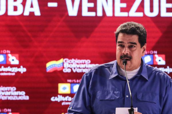 Maduro exige a la banca afiliarse al sistema patria