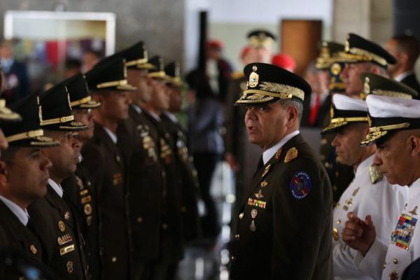 """Padrino López llama a militares a no caer en las """"tentaciones del diablo"""""""
