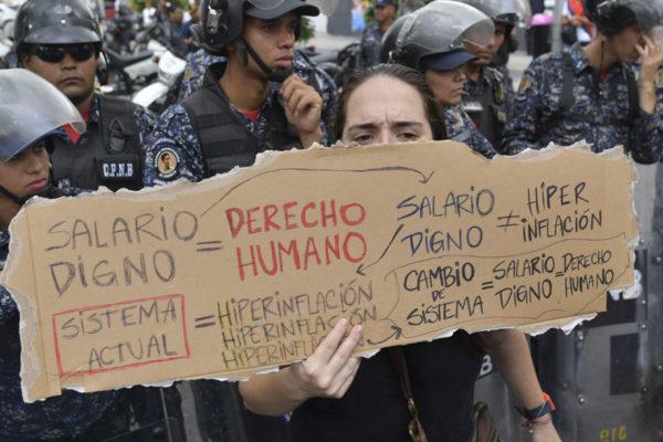 «Estamos muriendo de hambre», gritan trabajadores públicos en protesta
