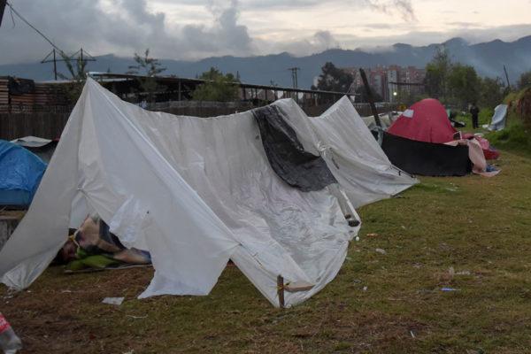 Campamento de venezolanos en Bogotá en incertidumbre por traslado