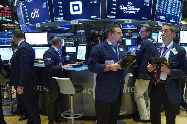 Wall Street abre con fuertes ganancias tras caída del desempleo en EE.UU