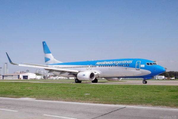 Aerolíneas Argentinas planean suspender a 7.500 empleados por la pandemia