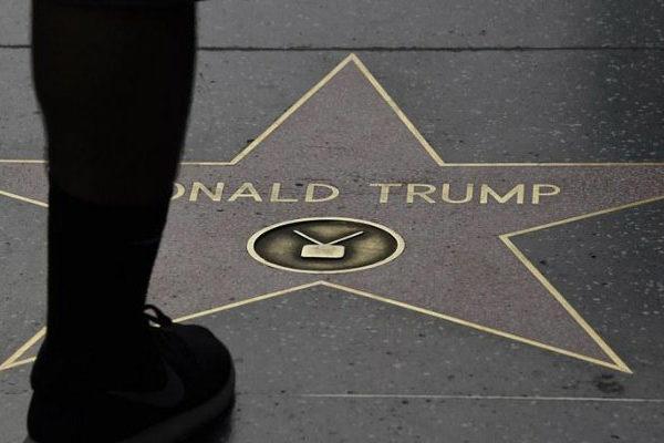 Apresan a hombre por pintar esvástica sobre la estrella de Trump en Hollywood