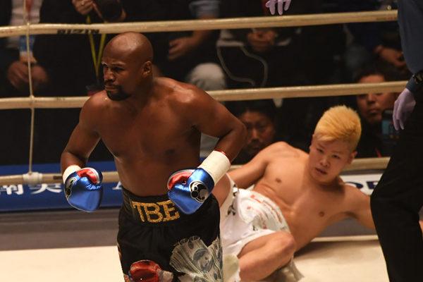 Mayweather derrota al japonés Nasukawa por KO técnico