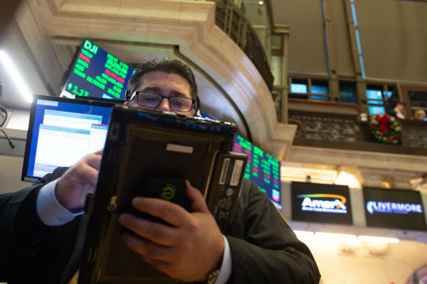Wall Street rebota y abre con ganancias de 3,09% en el Dow Jones