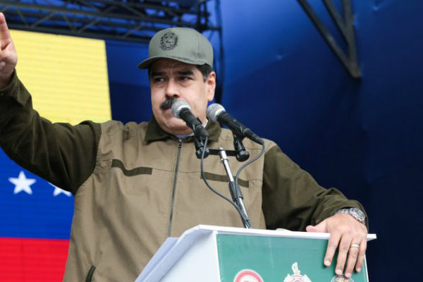 Vargas Llosa pide redoblar presión internacional contra Maduro