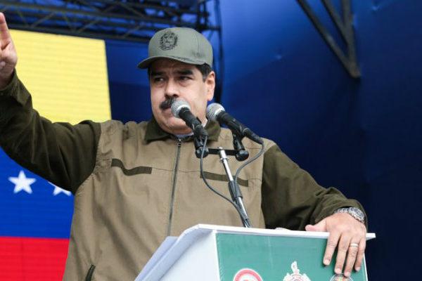 Maduro pide a militares estar alerta ante traidores