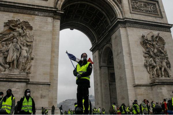 Menor participación e incidentes en la décimotercera protesta de chalecos amarillos