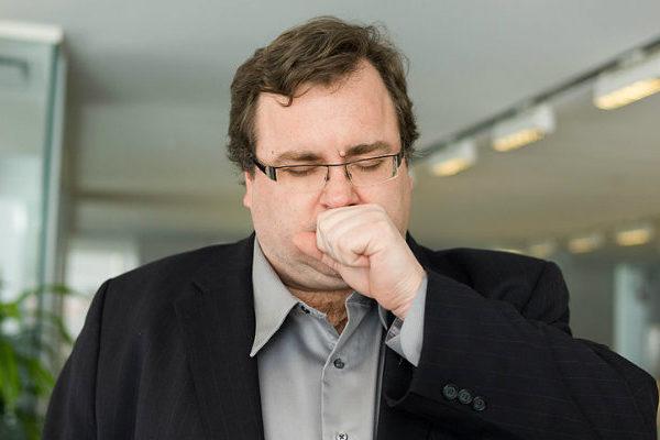 Cofundador de LinkedIn se disculpa por contribuir a propagar noticias falsas