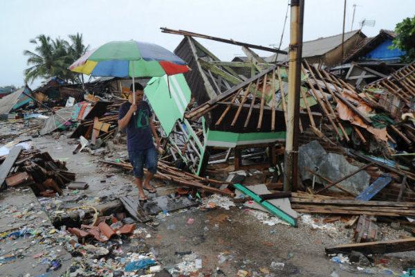 La lluvia dificulta esfuerzos de los rescatistas tras el tsunami en Indonesia