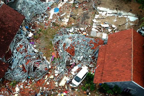 Más de 220 muertos por tsunami en Indonesia