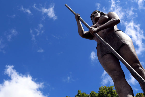 Chavismo sustituye icónico León de Caracas por heroína indígena
