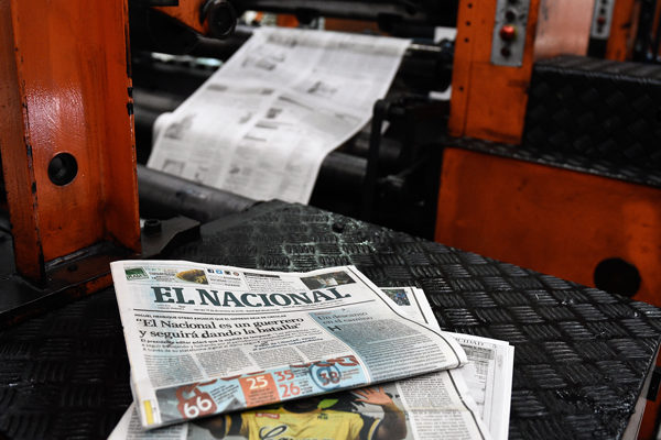 «Nos vemos en la web», advierte El Nacional a Maduro al salir de circulación