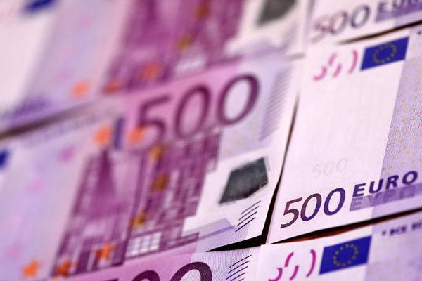 Euro supera la marca de 1,22 dólares tras acuerdo Brexit en jornada festiva