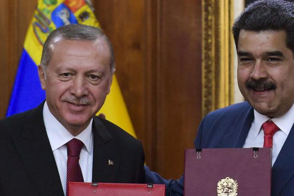 Venezuela y Turquía firman acuerdos en materia económica y de defensa