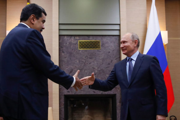 Maduro en Rusia en busca de ayuda financiera