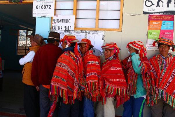 Peruanos apoyan abrumadoramente eliminar reelección de legisladores