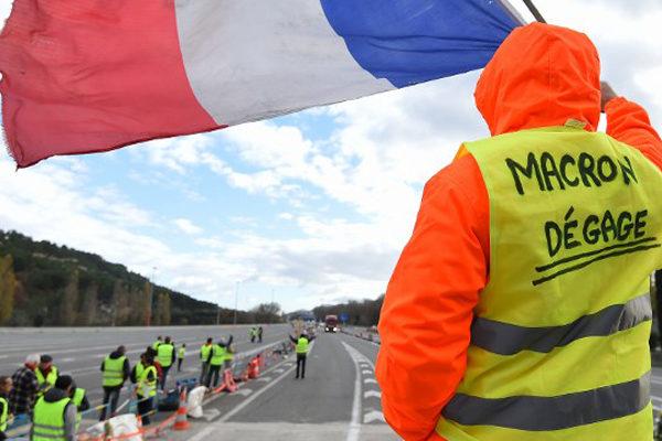 Francia ansiosa por medidas de Macron para desactivar crisis de chalecos amarillos