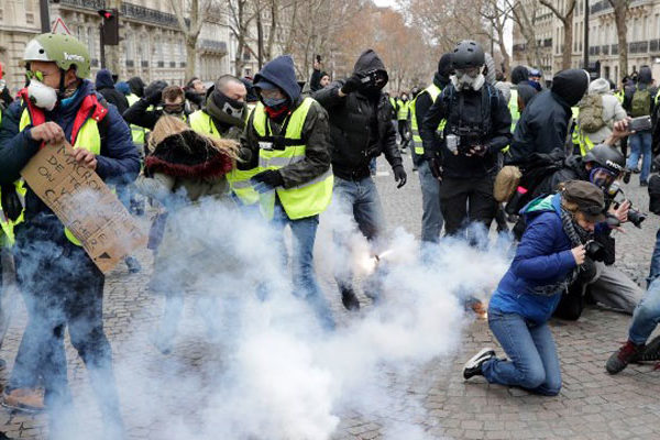 Chalecos amarillos reanudaron protestas en Francia