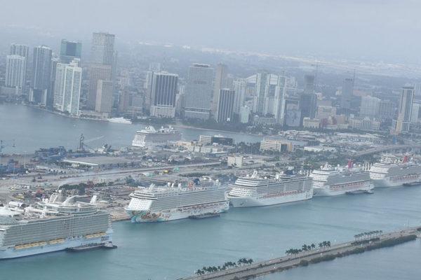 Puerto de Miami supera récord de 52.000 pasajeros de cruceros en un día