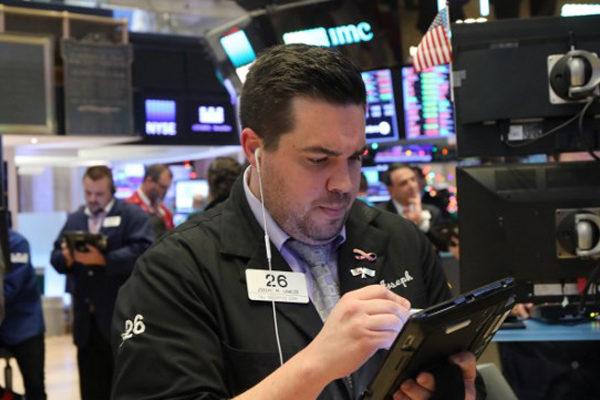 Wall Street abre con caídas y el Dow Jones baja un 0,10% lastrado por la banca