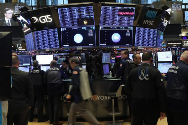 Wall Street sube con sólidas ganancias de Goldman Sachs y Bank of America