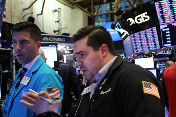 Wall Street opera volátil tras recorte de la Fed y el Dow Jones sube 0,46%