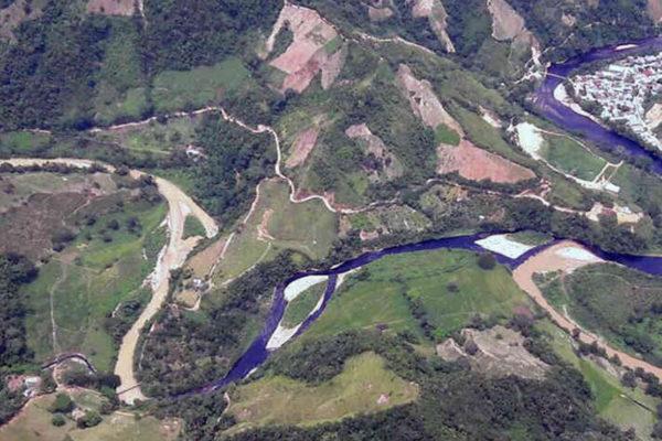 Atentan contra oleoducto colombiano en una zona fronteriza con Venezuela