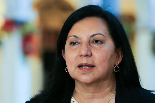 Seis detenidos en Venezuela por lanzar frutas a gobernadora chavista