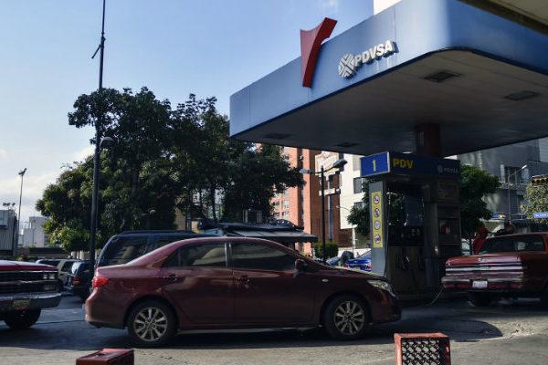 Entre colas e incidentes Venezuela vive cuarto día de fallas en repostaje de gasolina iraní