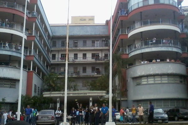 Hospital Universitario de Caracas tiene más pacientes con covid-19 de los que puede atender