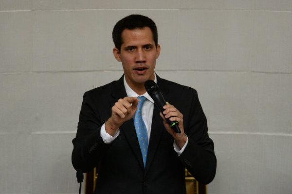 Guaidó pide más sanciones de la UE contra Maduro