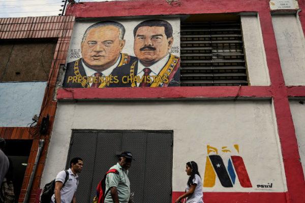 Con uñas y dientes chavistas juran defender la revolución frente a EEUU