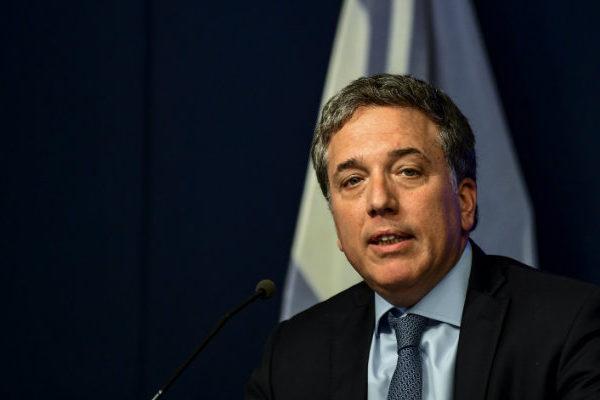 Argentina redujo déficit fiscal a 2,4% y supera meta pactada con FMI