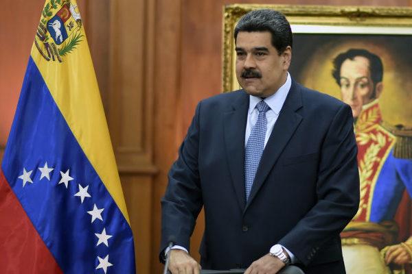 Maduro cierra embajada y consulados de Venezuela en EEUU