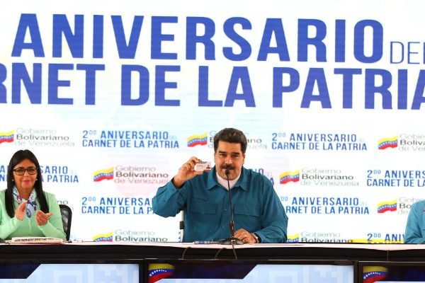Maduro ordena una revisión de las relaciones con EEUU