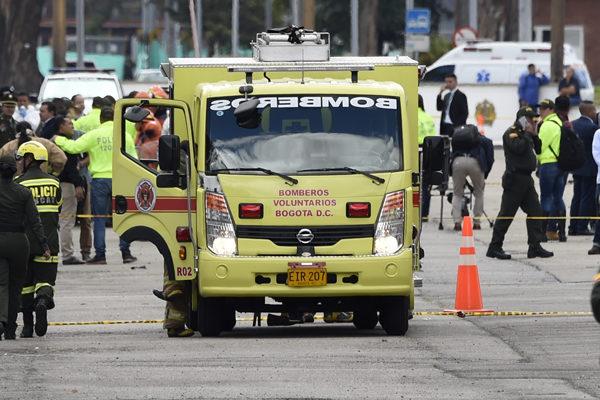Ocho muertos y 10 heridos por carro bomba en academia policial de Bogotá