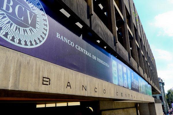 BCV ordena a bancos colocar en mesas cambiarias dólares obtenidos por venta de gasolina