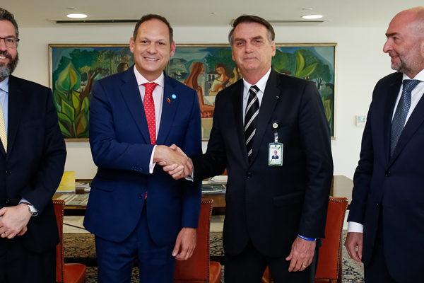 Bolsonaro promete hacer todo por Venezuela al recibir a opositores