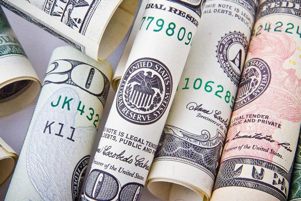 Dólar paralelo abre a la baja y varía entre Bs.74.000 y Bs.77.000