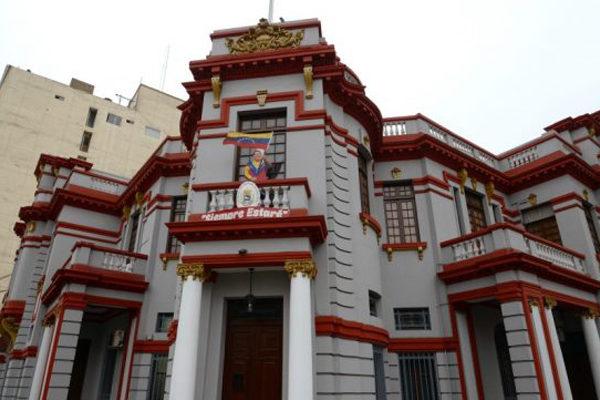 Cancillería denuncia ataques contra embajada venezolana en Perú