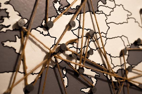 Francia, Reino Unido y España aceleran restricciones por rebrotes de coronavirus
