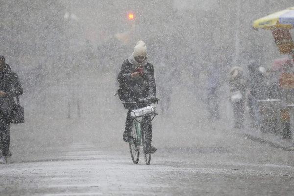 Millones de personas siguen sin luz en EEUU en medio de histórica ola de frío