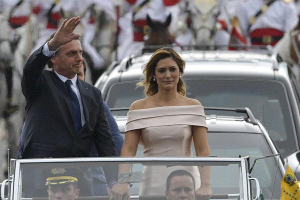 El ultraderechista Jair Bolsonaro investido presidente de Brasil