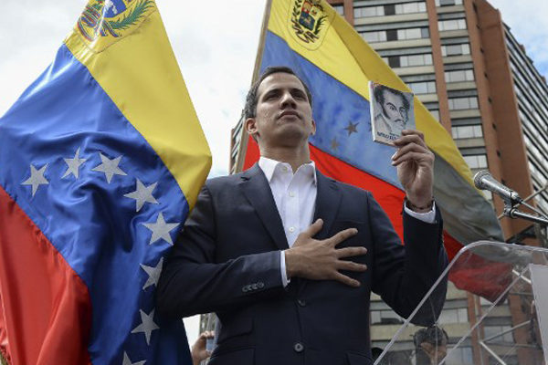Juan Guaidó se proclama como presidente encargado de Venezuela