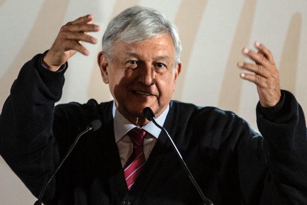 López Obrador busca elevar a rango constitucional pensiones en México