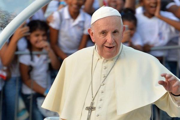 El papa Francisco lavó los pies de 12 detenidos este Jueves Santo