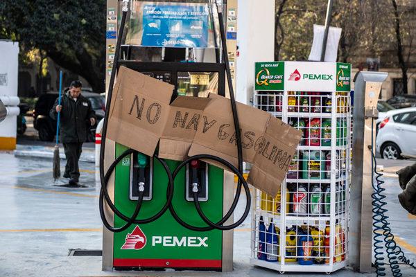 López Obrador pide no entrar en pánico ante la escasez de gasolina en México