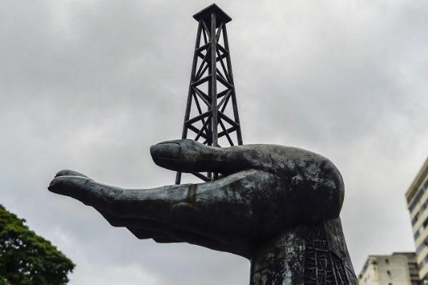 Petróleo venezolano baja por quinta semana y cierra en $45,21