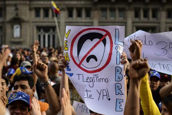 Miles de venezolanos expatriados recobran esperanza de ver el fin del gobierno de Maduro